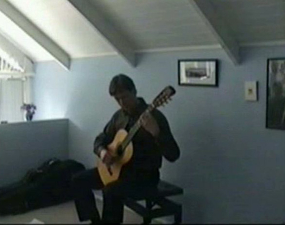 Bruce Paine performing in Mt Eden 2008 (video capture)